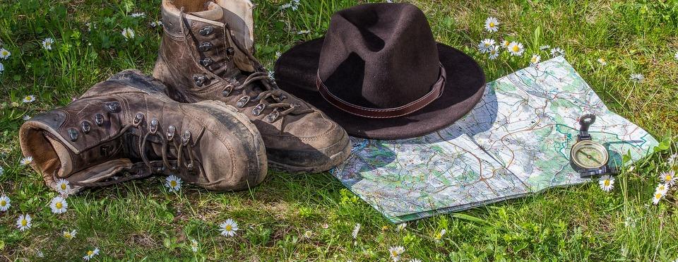 hiking-1312225_1920